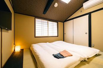 MIRO SANJO UMEMIYACHO TEI Room