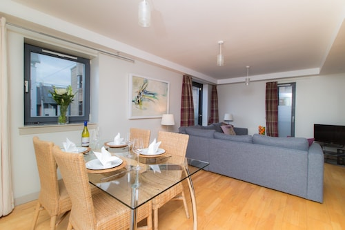 . Royal Mile 2 Bedroom Apartment