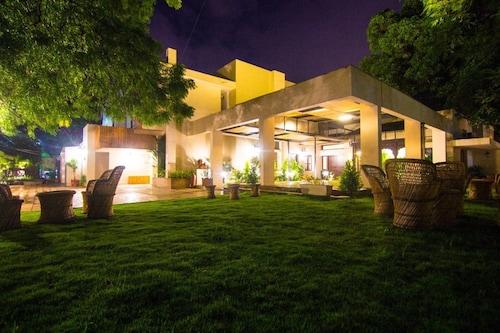 The Ten Suites, Bhopal