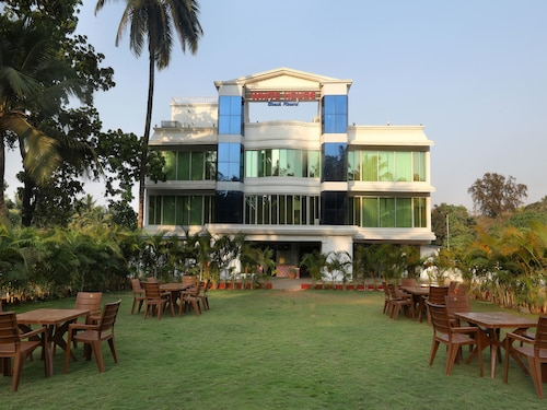 OYO 12817 White House Beach Resort, Raigarh