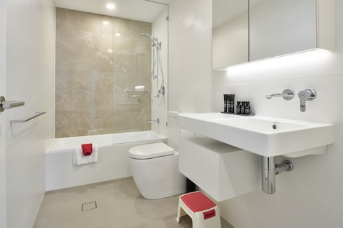 The Ruby Collection, Surfers Paradise
