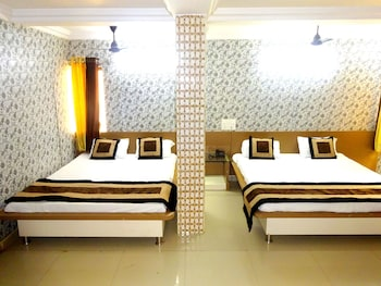 Hotel - Hotel Raj Palace by Sky Stays