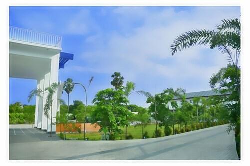 Skandig Beach Resort, Trincomalee Town and Gravets