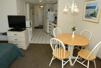 In-Room Dining at Units at St. Clements at Caravelle by Elliott Beach Rentals in Myrtle Beach
