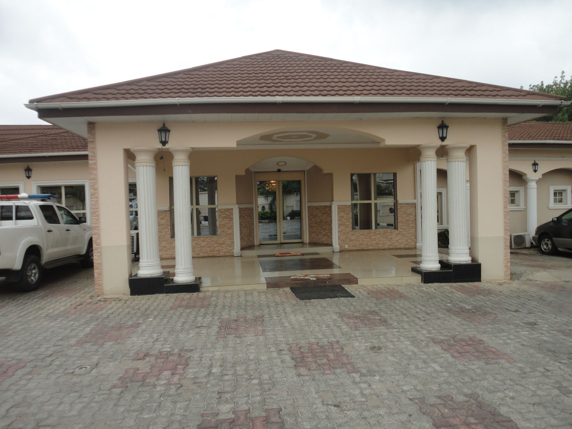 SDM Tavern and Suites, IbadanNorth