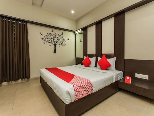 OYO 1535 Hotel Bee Town, Indore