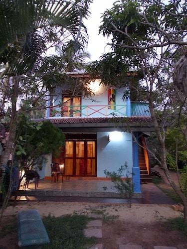 Sri Beach Bungalows and Villa, Nattandiya
