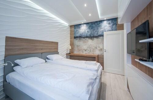 . Estate Center Rooms Ilumino