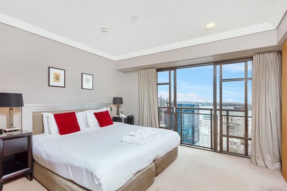 Central 1 Bedroom in Metropolis