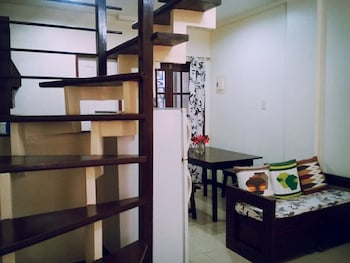 TEDS PLACE 2BR APARTMENT Staircase