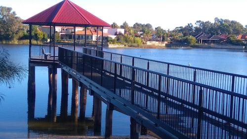 Lake Estate Stay, Swan