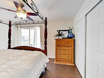 1332 Menton Ave Apartment Units C and D 4 Bedrooms 2 Bathrooms Apts