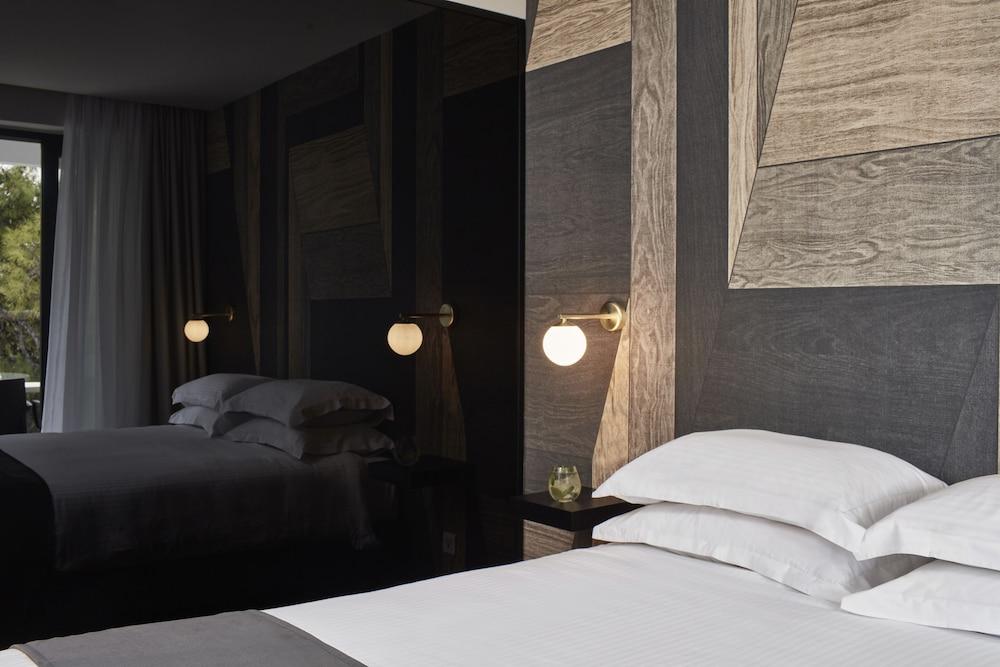 https://i.travelapi.com/hotels/26000000/25100000/25099400/25099330/141e03ae_z.jpg
