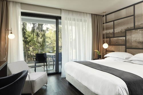 __{offers.Best_flights}__ Azur Hotel