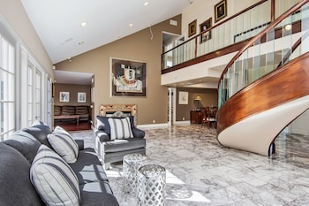 Hollywood Hills Upscale