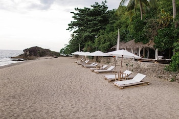 LA LUZ BEACH RESORT Beach