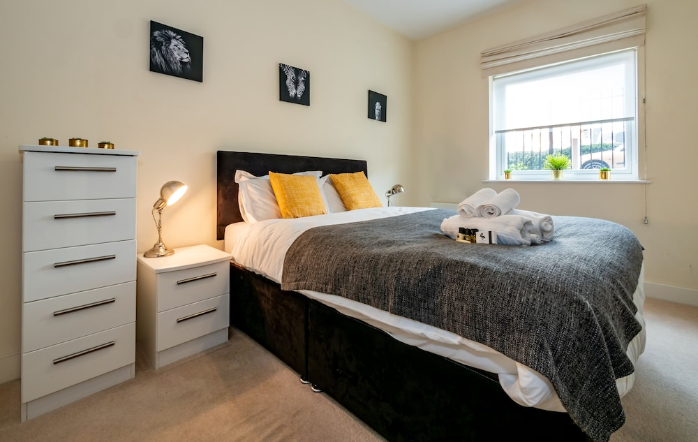 Heron House Apartment, Wokingham