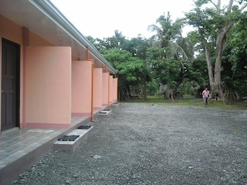 JIGSAW TRAVELLERS INN Property Grounds