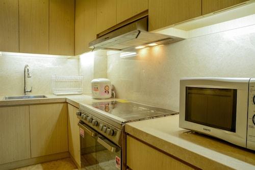 3 Bedroom Apartment at Senayan Residence by Travelio, Jakarta Selatan