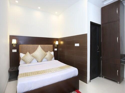 OYO 12206 Hotel The Black Gold, Chandigarh