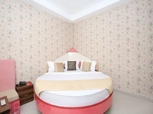 OYO 12745 Hotel Red House, Chandigarh