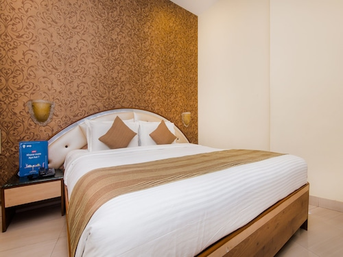 OYO 13105 Hotel Blue Diamond, Thane
