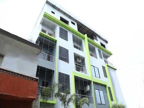 OYO 10781 Parashar Legacy, Nagpur