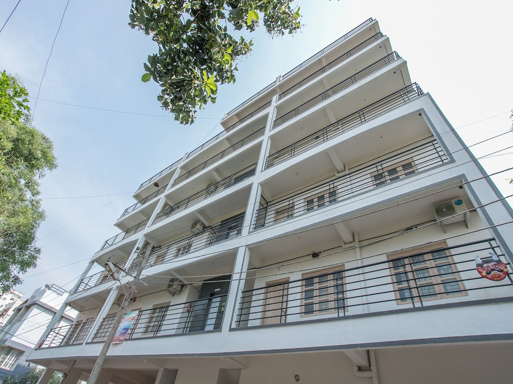 Hotel OYO 12776 SV Suites
