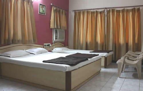 . Hotel Uttam by Sky Stays