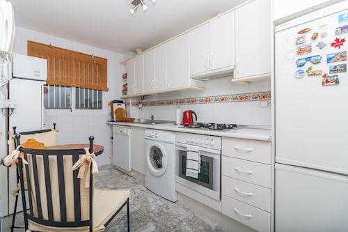 Apartment Miramar Fuengirola Canovas, Málaga