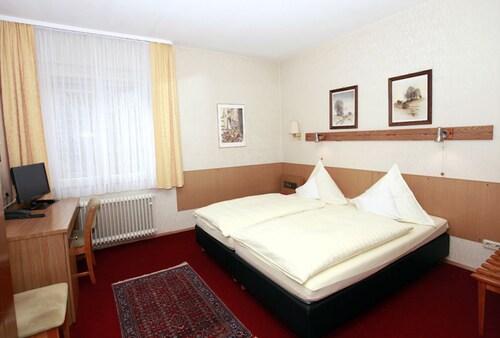 HOTEL HAUS ISENBURG, Offenbach