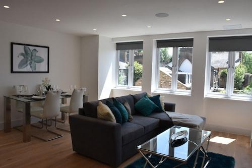 . Northside Apartments Ealing