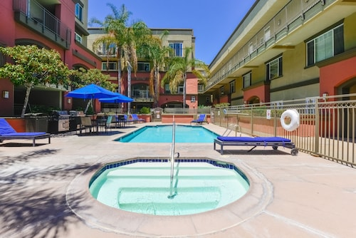 . Pelicanstay in Downtown San Diego