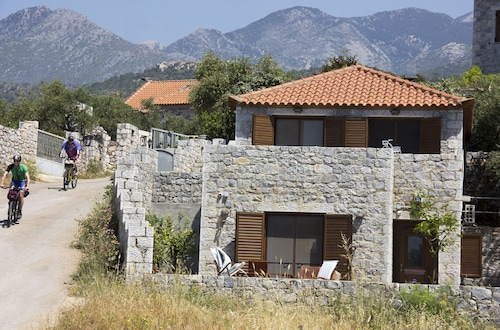 Mani-leonidashouses, Peloponnese