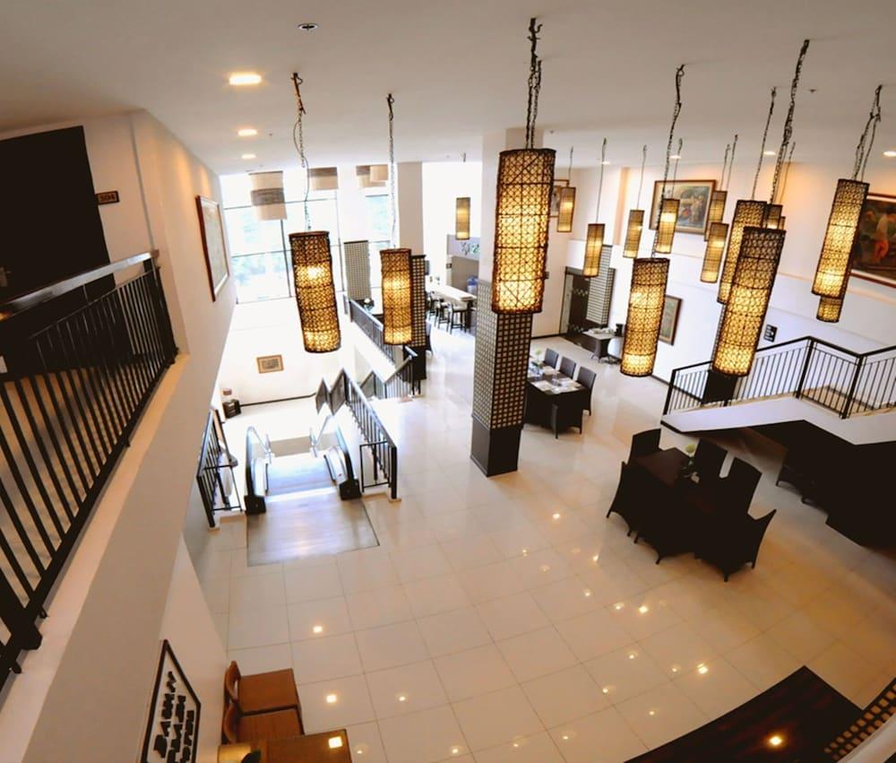 バウアン プラザ ホテル