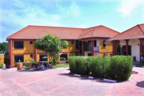 Pavillion Hotel, Busiiro