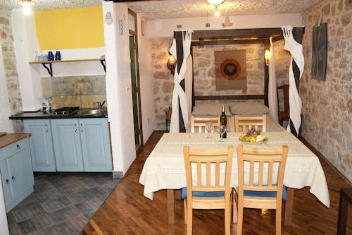 Studio in Betina, With Wonderful City View, Furnished Terrace and Wifi, Murter