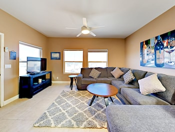 311 Pier Avenue Apartment 2 Bedrooms 1 Bathroom Apts