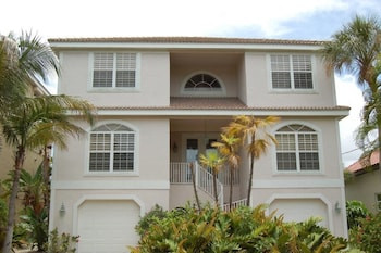 Canal Home 4931 3 Bedrooms 3 Bathrooms Apts