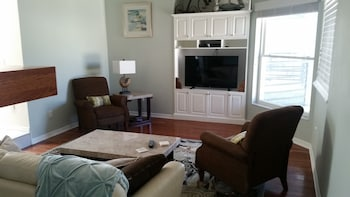 Hotels Near Windtree Apartments Apartments 8540 Robilina Rd