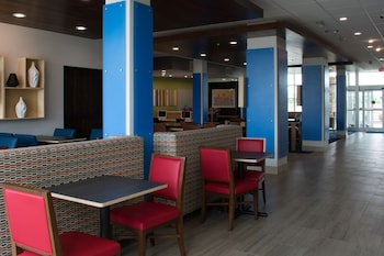 Holiday Inn Express and Suites West Memphis - Property Image 6