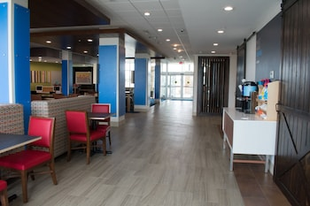 Holiday Inn Express and Suites West Memphis - Property Image 8