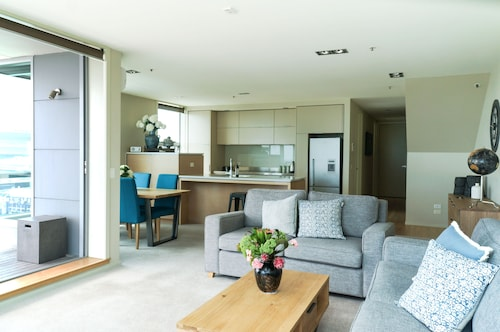 LUXURY ON LIARDET, New Plymouth