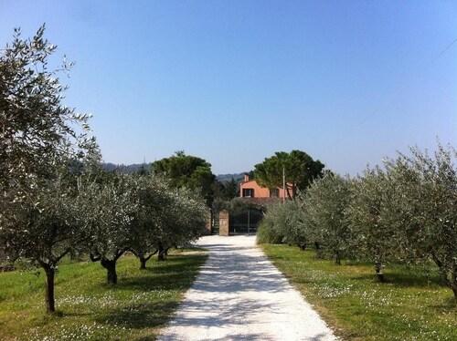 Paradiso in Collina, Pesaro E Urbino