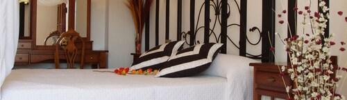 . Hotel Rural El Yedrón