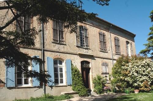 . Chateau de Vallègue