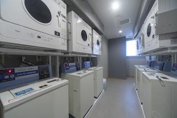 DORMY INN PREMIUM NAMBA ANNEX NATURAL HOT SPRING Laundry Room