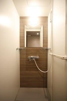 DORMY INN PREMIUM NAMBA ANNEX NATURAL HOT SPRING Bathroom Shower