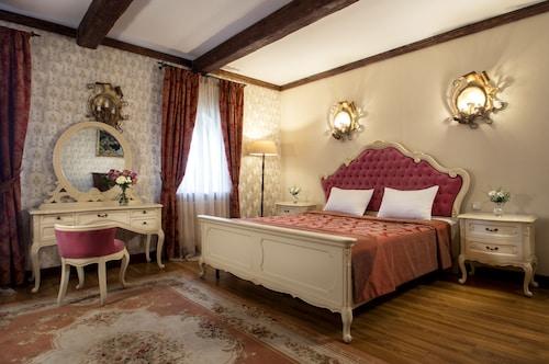 . Historical Hotel Fortetsya Hetmana