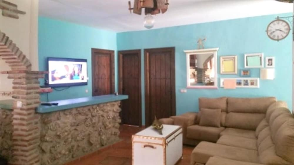 Villa With 3 Bedrooms in Torrox, With Wonderful Mountain View, Private Pool, Furnished Terrace - 7 k